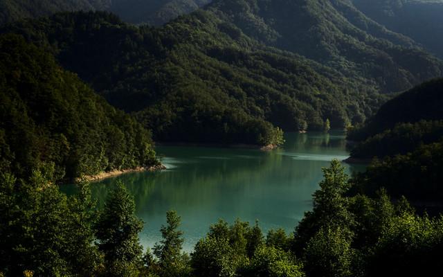 lake-mountains-trees-129959-3840x2400