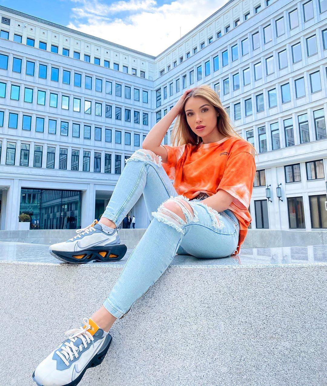 Natalia-Kaczmarczyk-Wallpapers-Insta-Fit-Bio-13