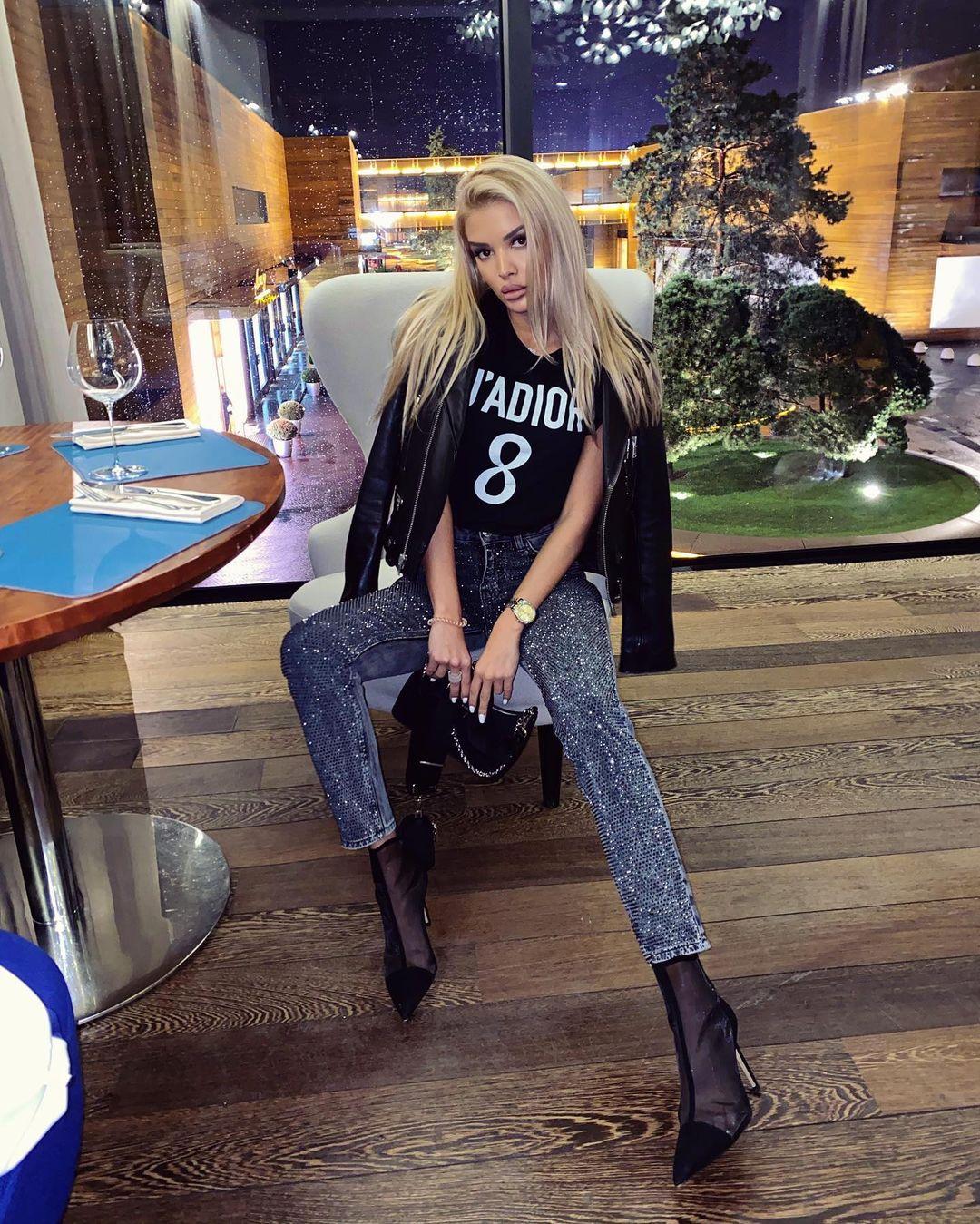 Angelina-Burova-Wallpapers-Insta-Fit-Bio-11