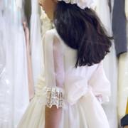 ines-probando-su-vestido-de-primera-comunion