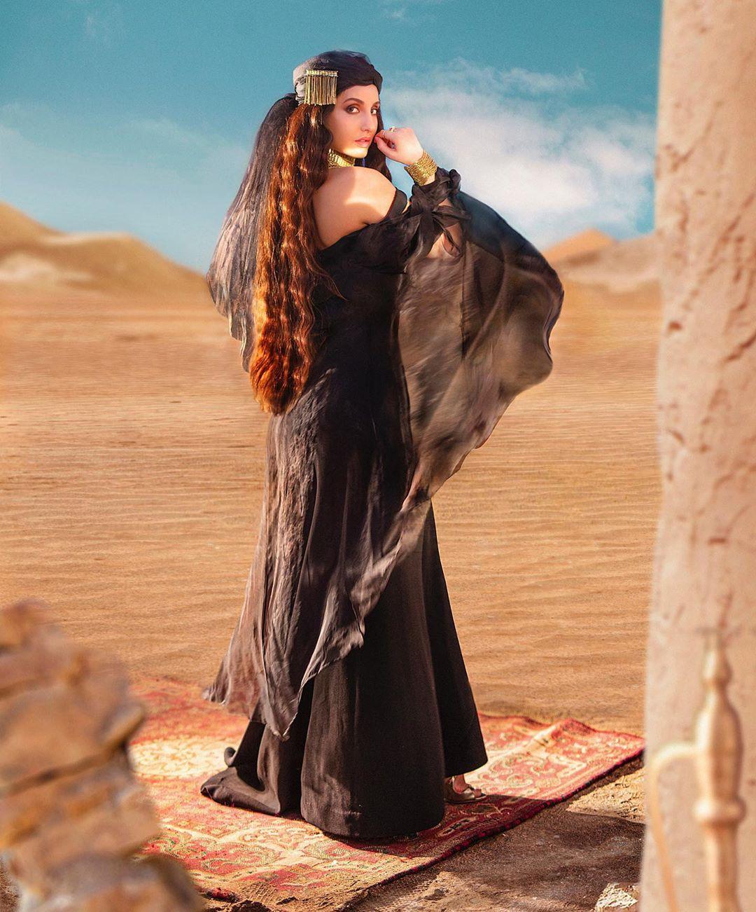 Nora-Fatehi-Wallpapers-Insta-Fit-Bio-7