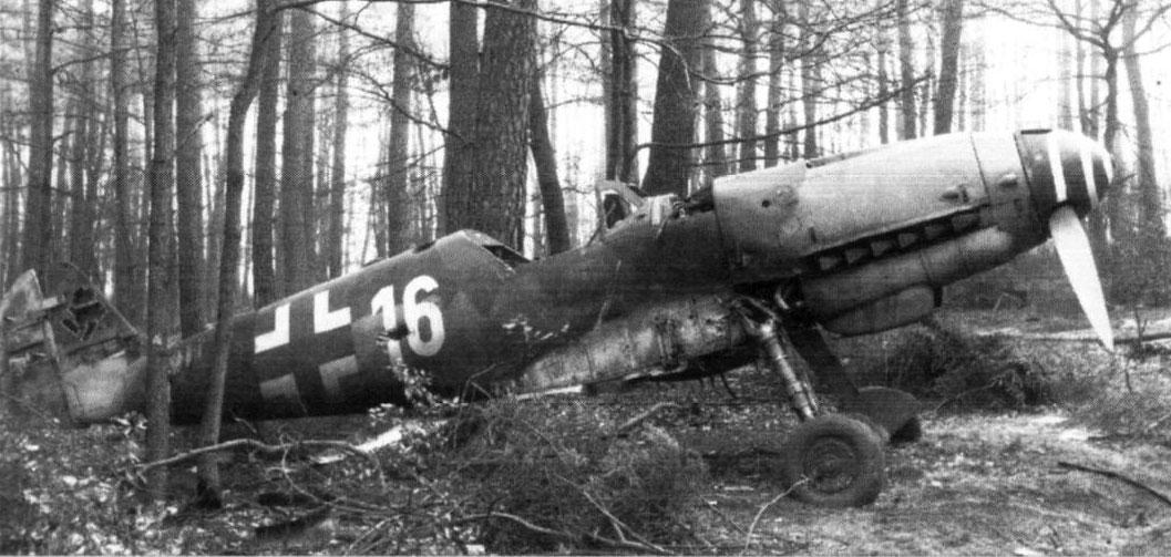 Messerschmitt-Bf-109-K4-Erla-9-JG53-Yell