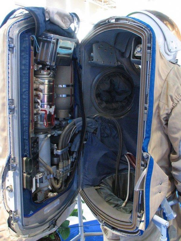 Как выглядит скафандр астронавта изнутри