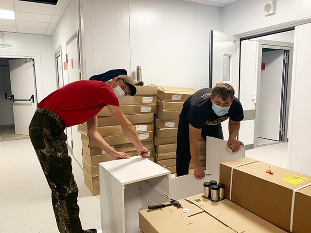 Сборка мебели – один из последних этапов перед открытием медцентра