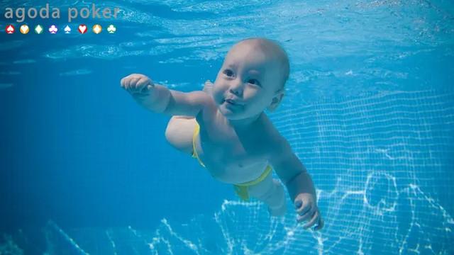Inilah Manfaat Berenang bagi Bayi Dibawah Usia 2 Tahun