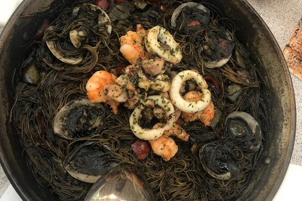Black-Rossejat-with-Seafood