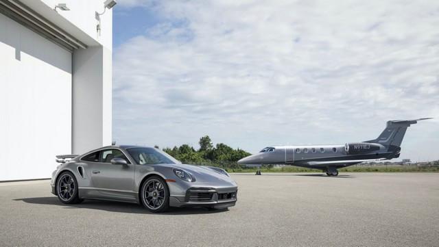Haute performance sur terre et dans les airs: Porsche coopère avec Embraer Hangar-New-View2