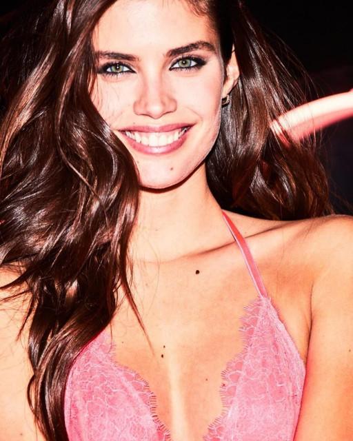 Sara-Sampaio-Sexy-The-Fappening-Blog-com-1-768x960