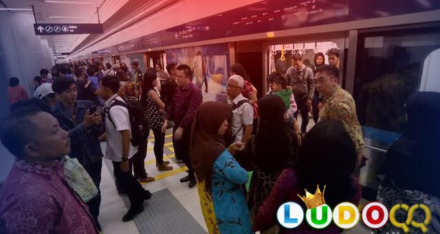Tarif Rp 14.000 MRT Sudah Di Terapkan