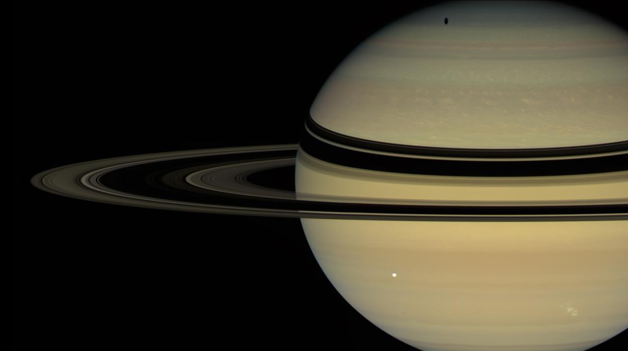 ¿Cuánto dura un día en Saturno? Cassini resuelve el enigma que ha durado décadas