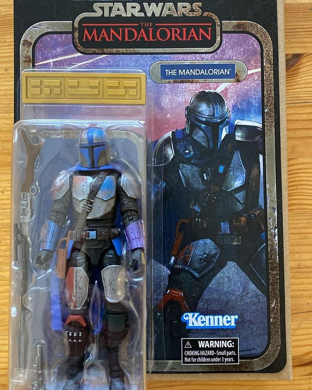 Black-Series-The-Mandalorian-Credit-Collection-In-Hand-Carded-1.jpg