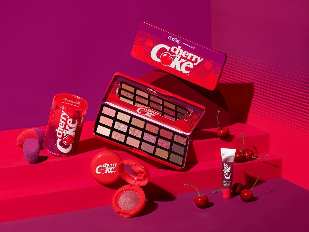 """Coca-Cola x Morphe, in arrivo la nuova collezione """"Cherry Coke"""""""