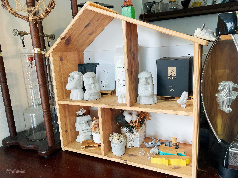 老闆很喜歡摩艾,所以收集擺放了很多摩艾的雕像。
