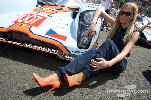 13-06-2009-Le-Mans-France-A-spectacular-Aston-Martin-girl