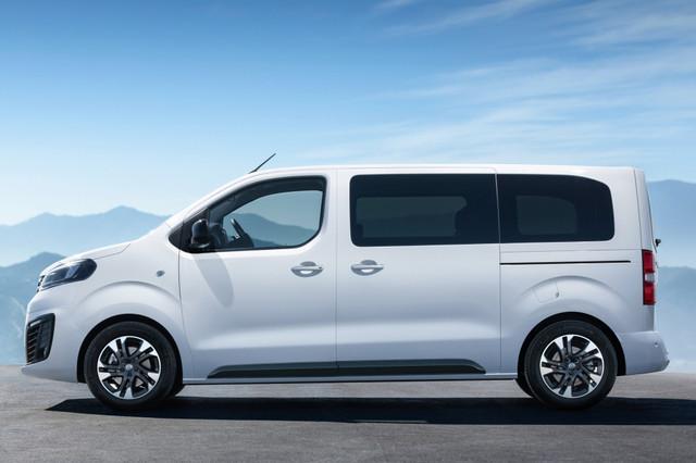 2016 - [Citroën/Peugeot/Toyota] SpaceTourer/Traveller/ProAce - Page 34 Opel-zafira-life-46-029400e70ae80744