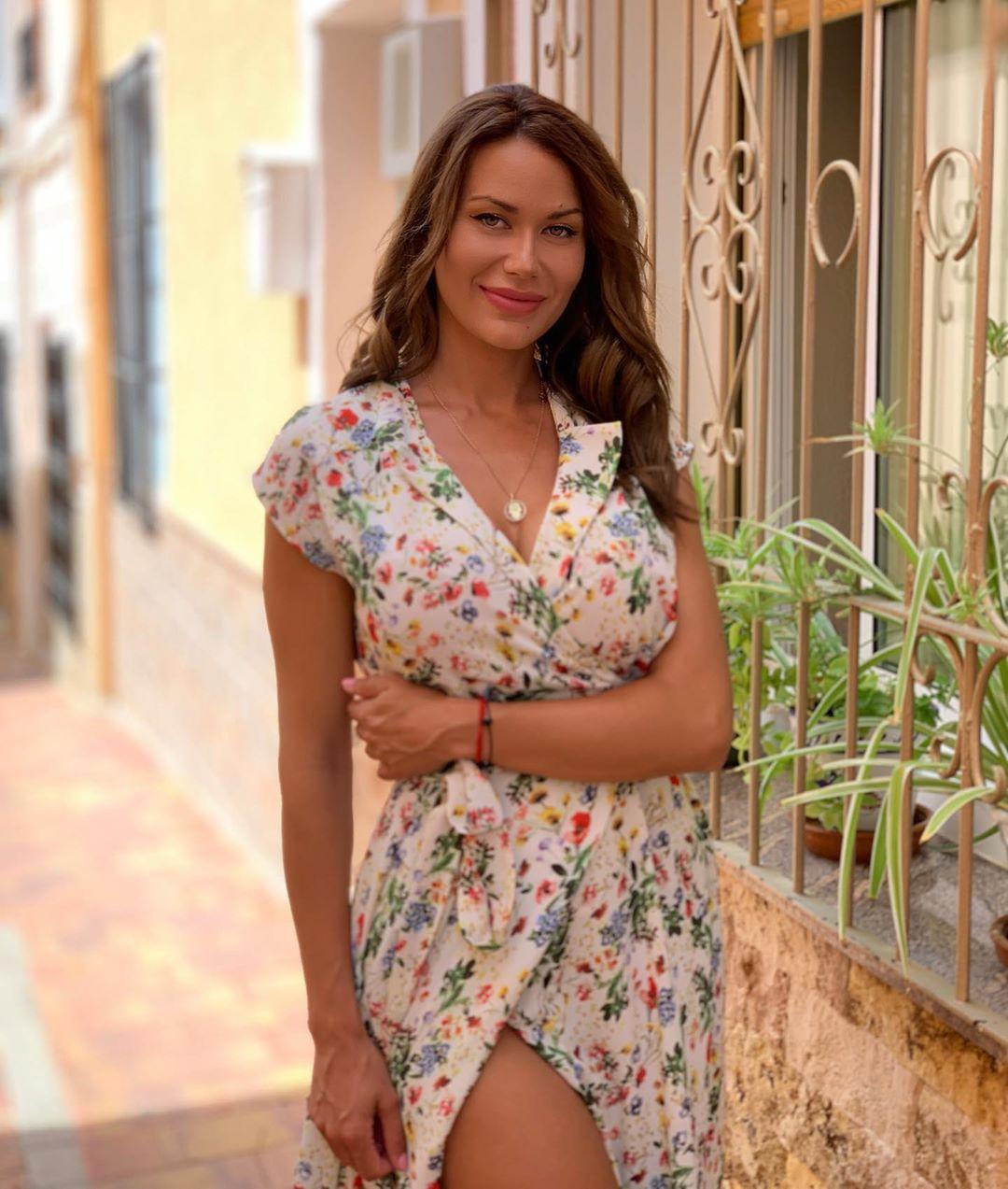 Tania-Barbara-Wallpapers-Insta-Fit-Bio-1