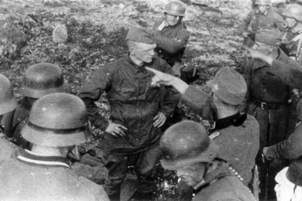Soviet soldiers before being execution
