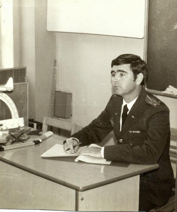 El-Capit-n-Mario-Riva-mientras-cursaba-estudios-en-la-Academia-de-las-Fuerzas-A-resa-de-la-Uni-n-Sov
