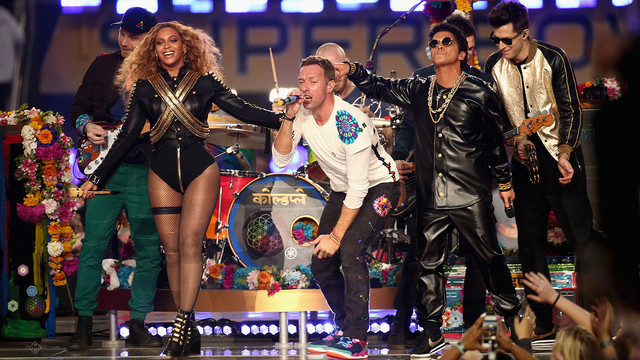 SANTA-CLARA-CA-FEBRUARY-07-L-R-Jonny-Buckland-of-Coldplay-Beyonce-Chris-Martin-of-Coldplay-Bruno-Mar.jpg