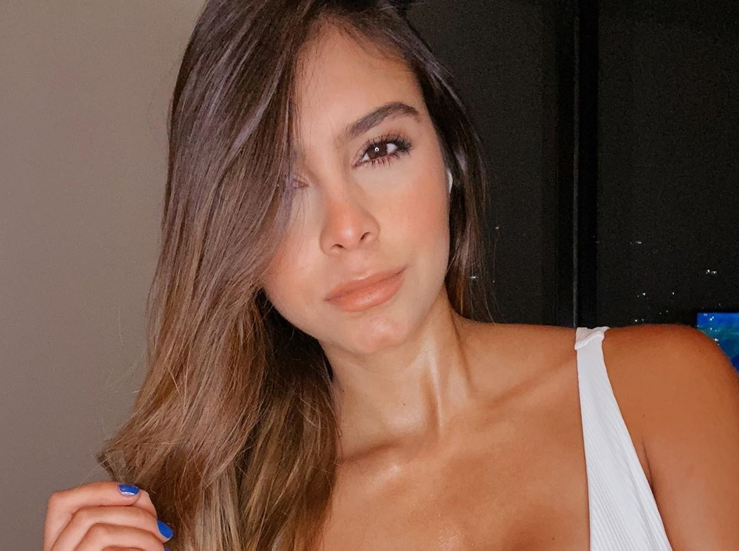 Daniela-Medina-Wallpapers-Insta-FIt-Bio-14
