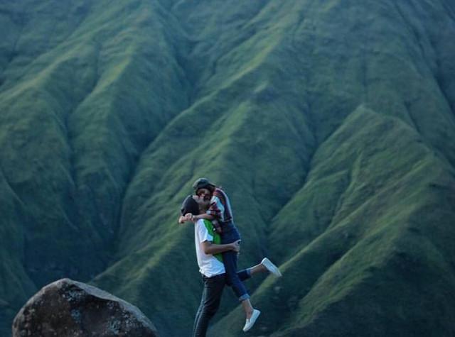 foto romantis di bukit selong