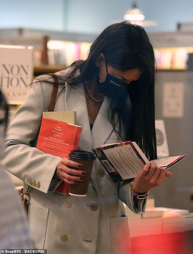 kh-outinnyc111520-bookstore1