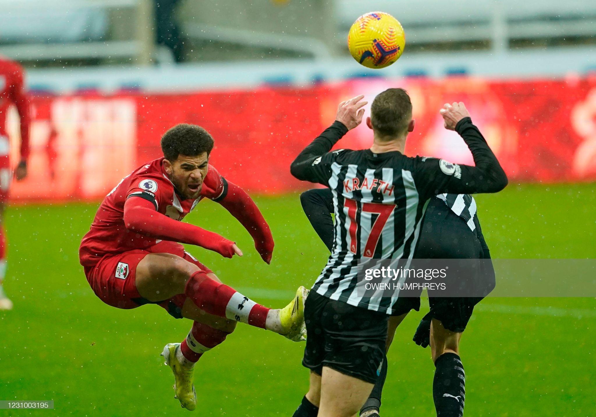[Image: Southampton-s-English-midfielder-Che-Ada...l-Kraf.jpg]