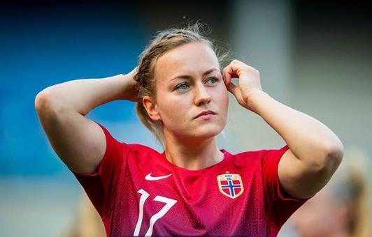 10 Pesepakbola Cantik & Seksi yang Tampil di FIFA Women World Cup 2019