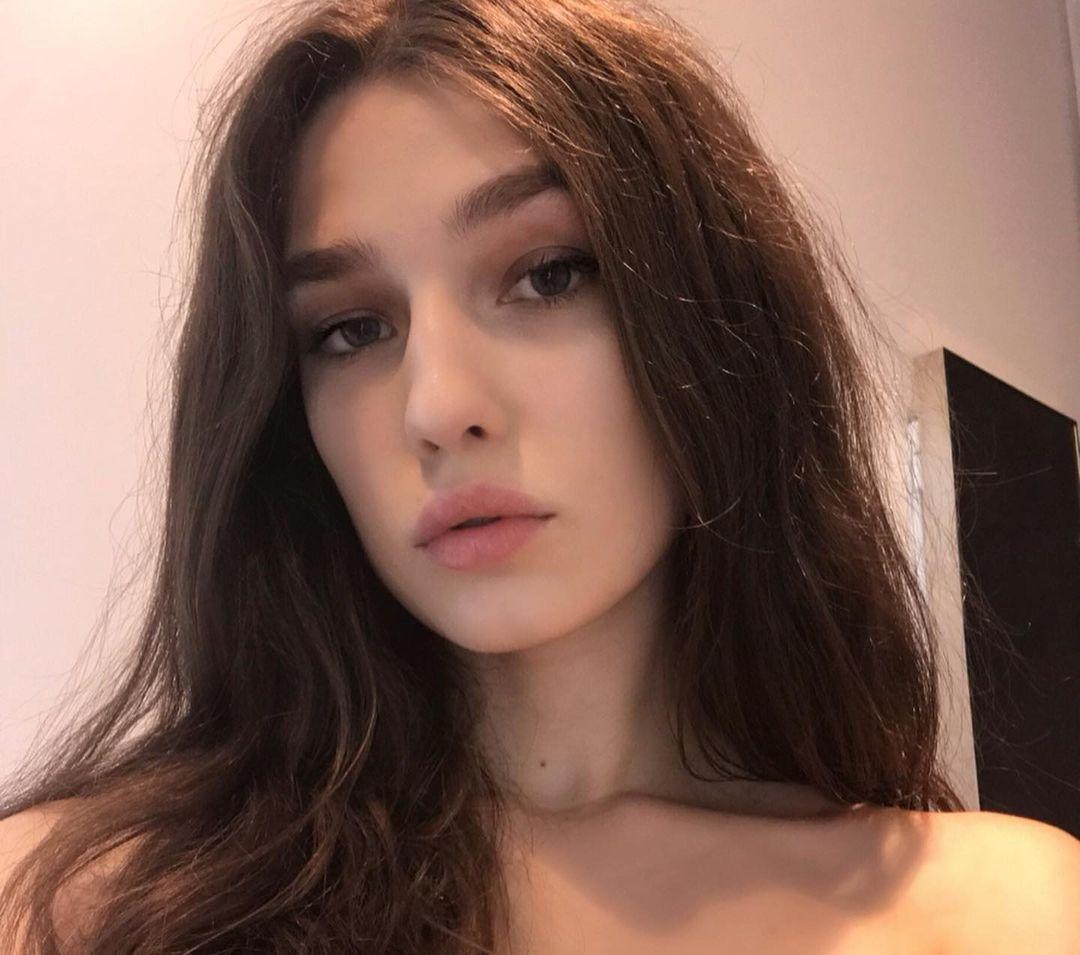 Zavrazzhnova-Wallpapers-Insta-Fit-Bio-Alexandra-Zavrazhnova-Wallpapers-Insta-Fit-Bio-11