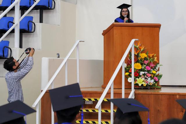 Graduacio-n-Gestio-n-Empresarial-47