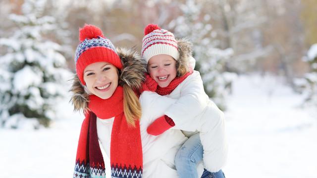 Winter-Two-Little-girls-Smile-Winter-hat-Scarf-539576-3840x2160.jpg