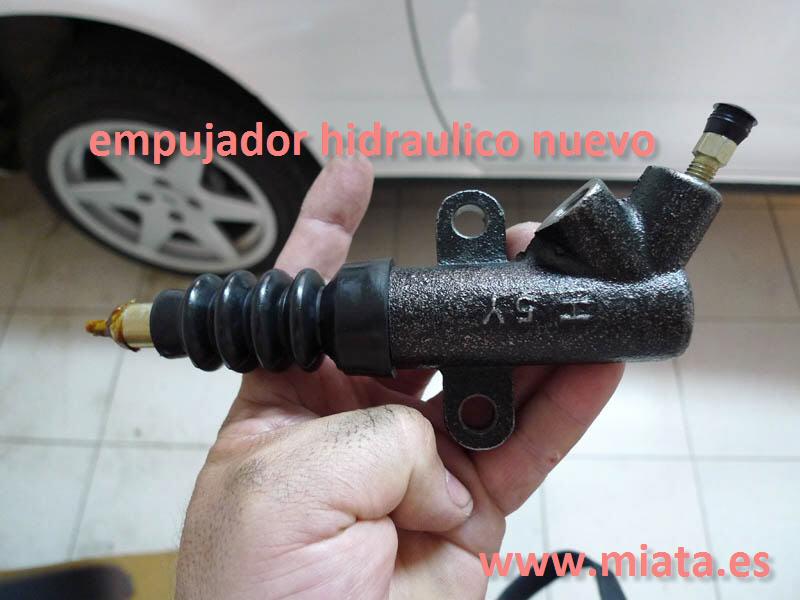 TUTORIAL DE COMO CAMBIAR EL EMPUJADOR HIDRAULICO DE LA LEVA DEL EMBRAGUE DEL MX-5/MIATA. 011