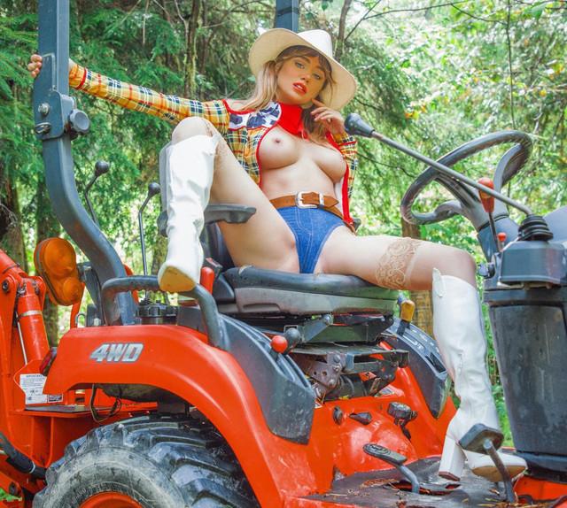 SJU-cowgirl-06-v-YGmp-KCd