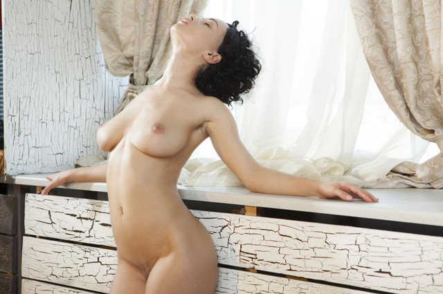 super-hot-pammie-lee-seductively-poses-by-the-window-and-shows-off-her-amazing-curves-18