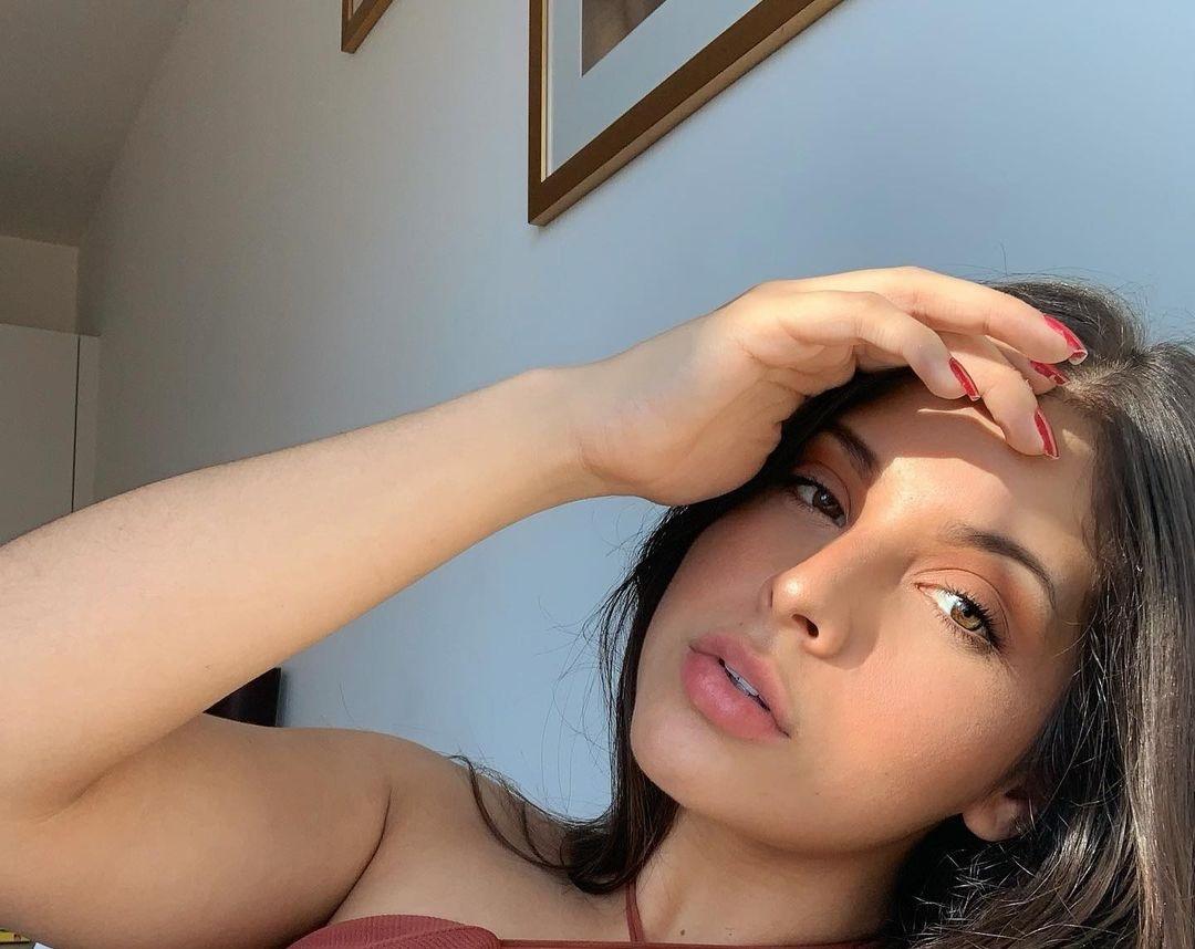 Natalia-Carvajal-Wallpapers-Insta-Biography-16
