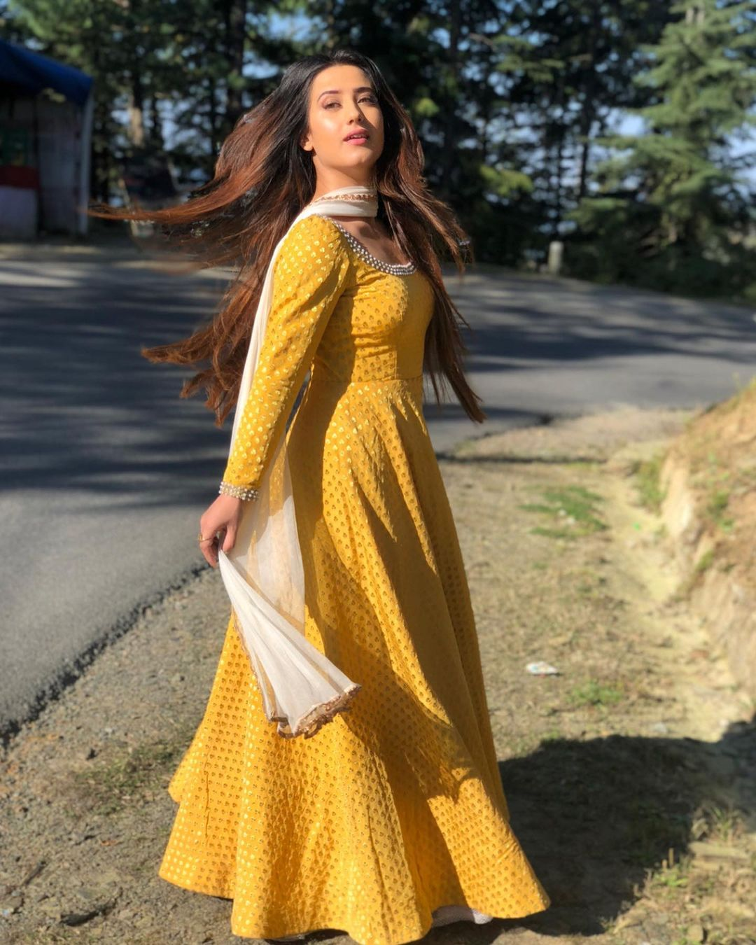 Alisha-Panwar-2