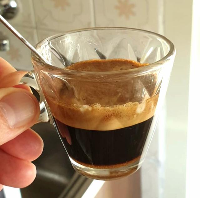 Caff-espresso-da-macchinetta-de-longhi