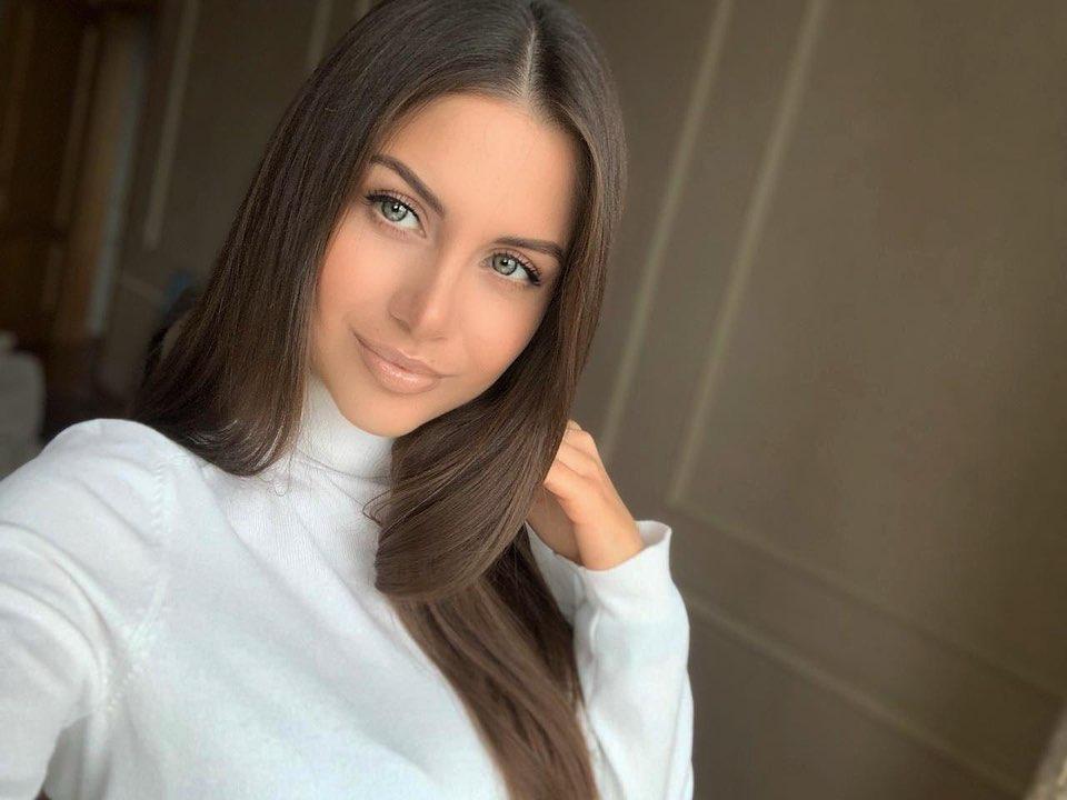 Alena-Gogoleva-Wallpapers-Insta-Fit-Bio-13