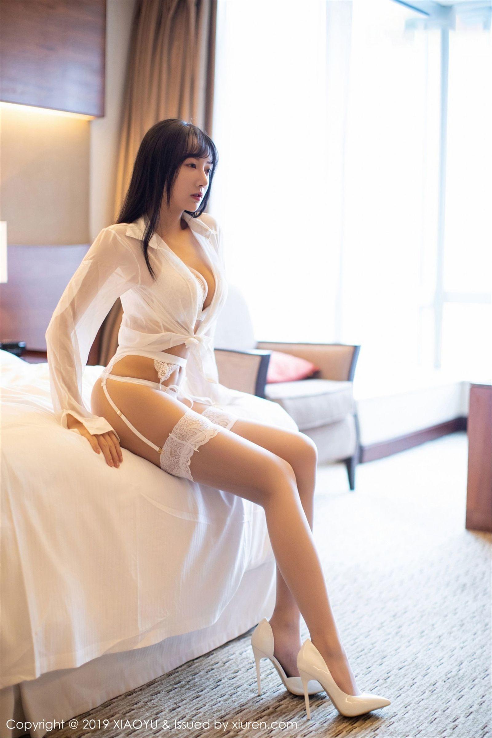 [XIAOYU语画界] Vol.076 模特@何嘉颖  - 蕾丝吊袜写真