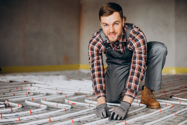service-man-instelling-house-heating-system-floor