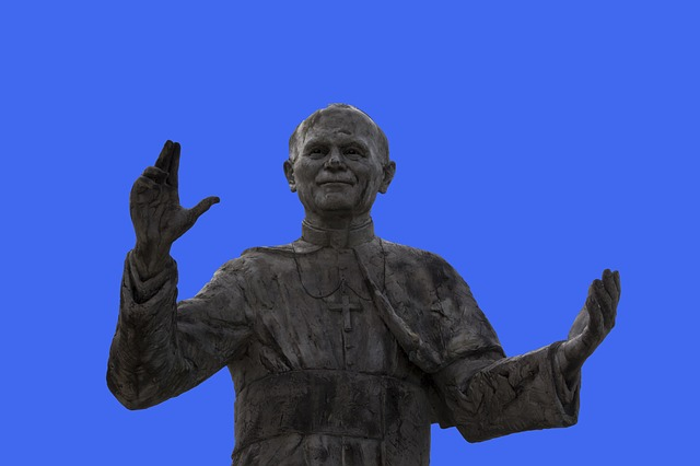 statue-of-pope-john-paul-ii-2417462-640