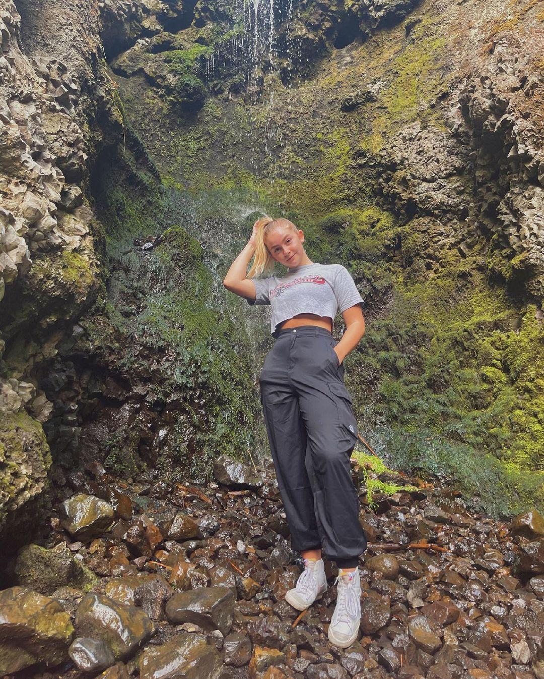 Hannah-Joarnold-Wallpapers-Insta-Fit-Bio-hannahjo-Wallpapers-Insta-Fit-Bio-9
