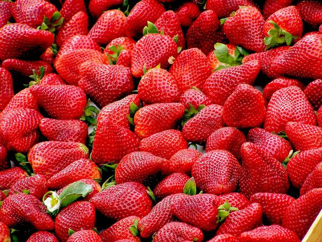 strawberries-99551-1920