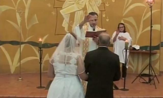 Amor para toda vida: casal sobe ao altar na terceira idade e prova que nunca é tarde demais para casar!