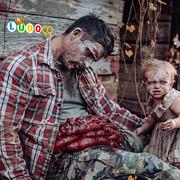 Seorang Ibu Mengubah Keluarganya Menjadi Zombie Untuk Pemotretan