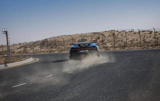 Bugatti Chiron Pur Sport – premiers tours d'essai à Dubaï  Pur-sport-dubai-08