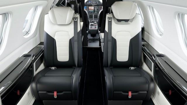 Haute performance sur terre et dans les airs: Porsche coopère avec Embraer P300-E-Porsche-Interior-New-View1-2