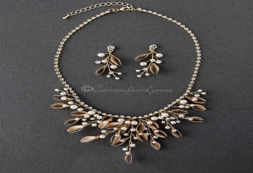 Life Style Shine Necklace from Head to Toe