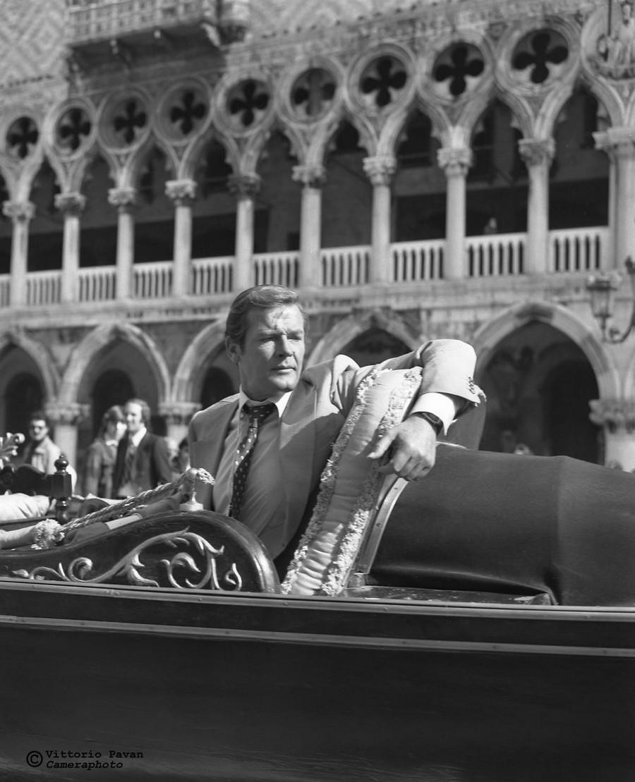 Редкие фотографии известных людей, отдыхающих в Венеции в 1950-60-е годы 18