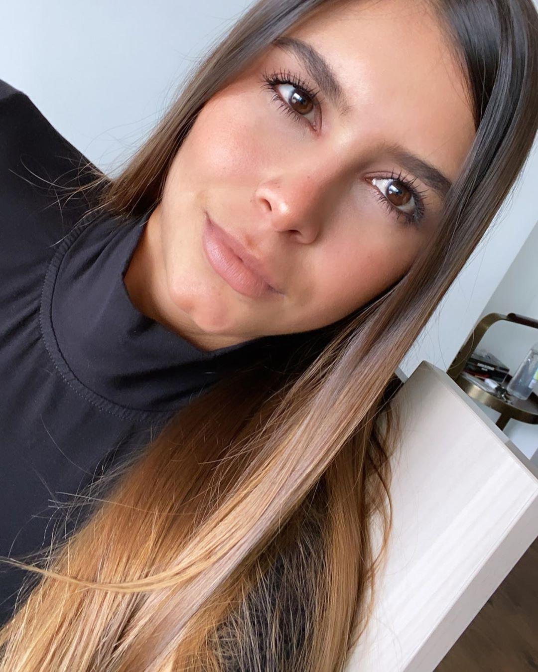 Daniela-Medina-Wallpapers-Insta-FIt-Bio-8